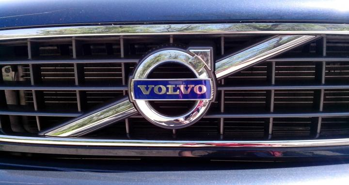 Volvo Cars triples operating income to £489 million